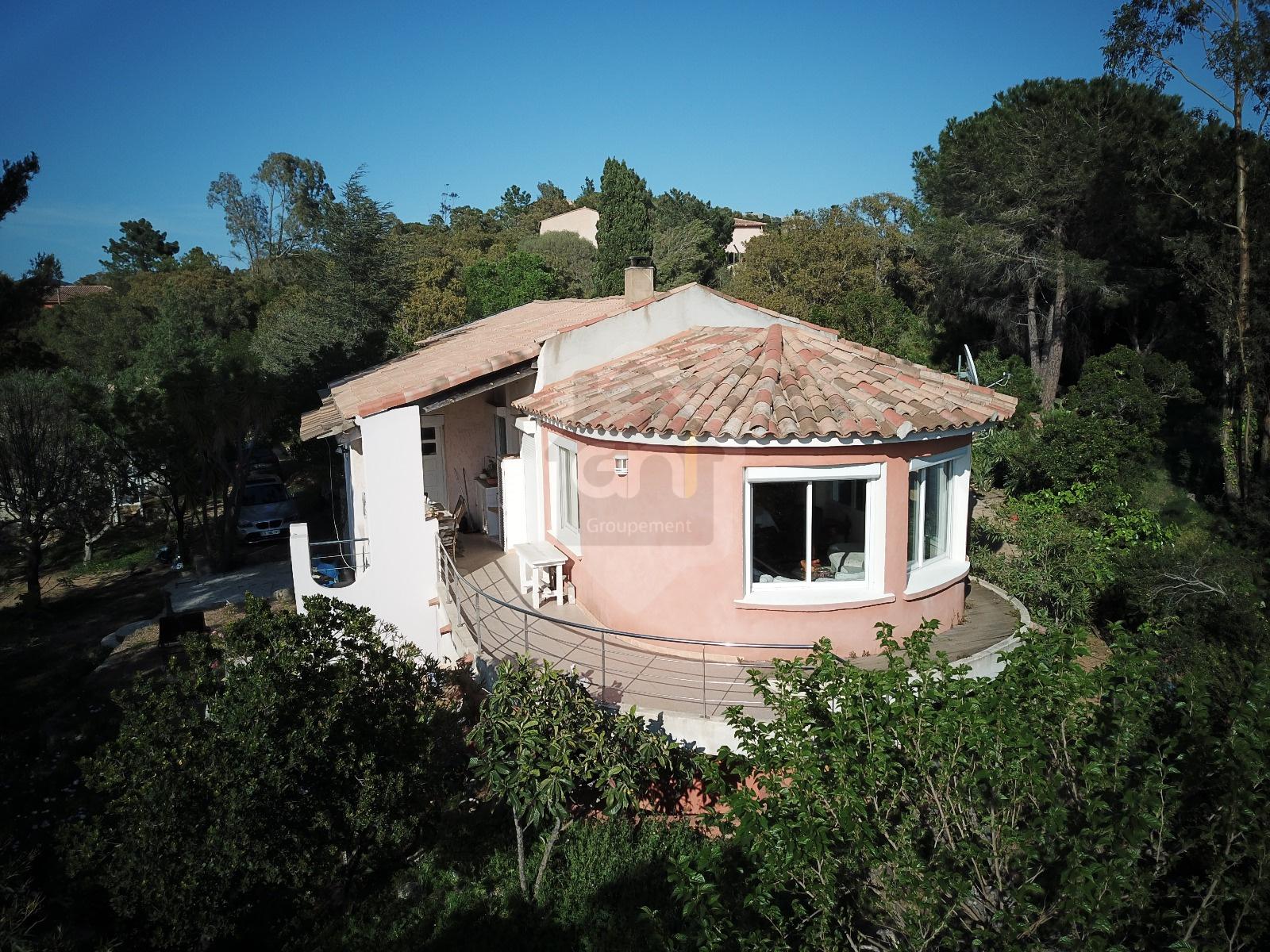 Vente villa pinarello 900 m de la plage corse - Bagno la villa pinarella ...