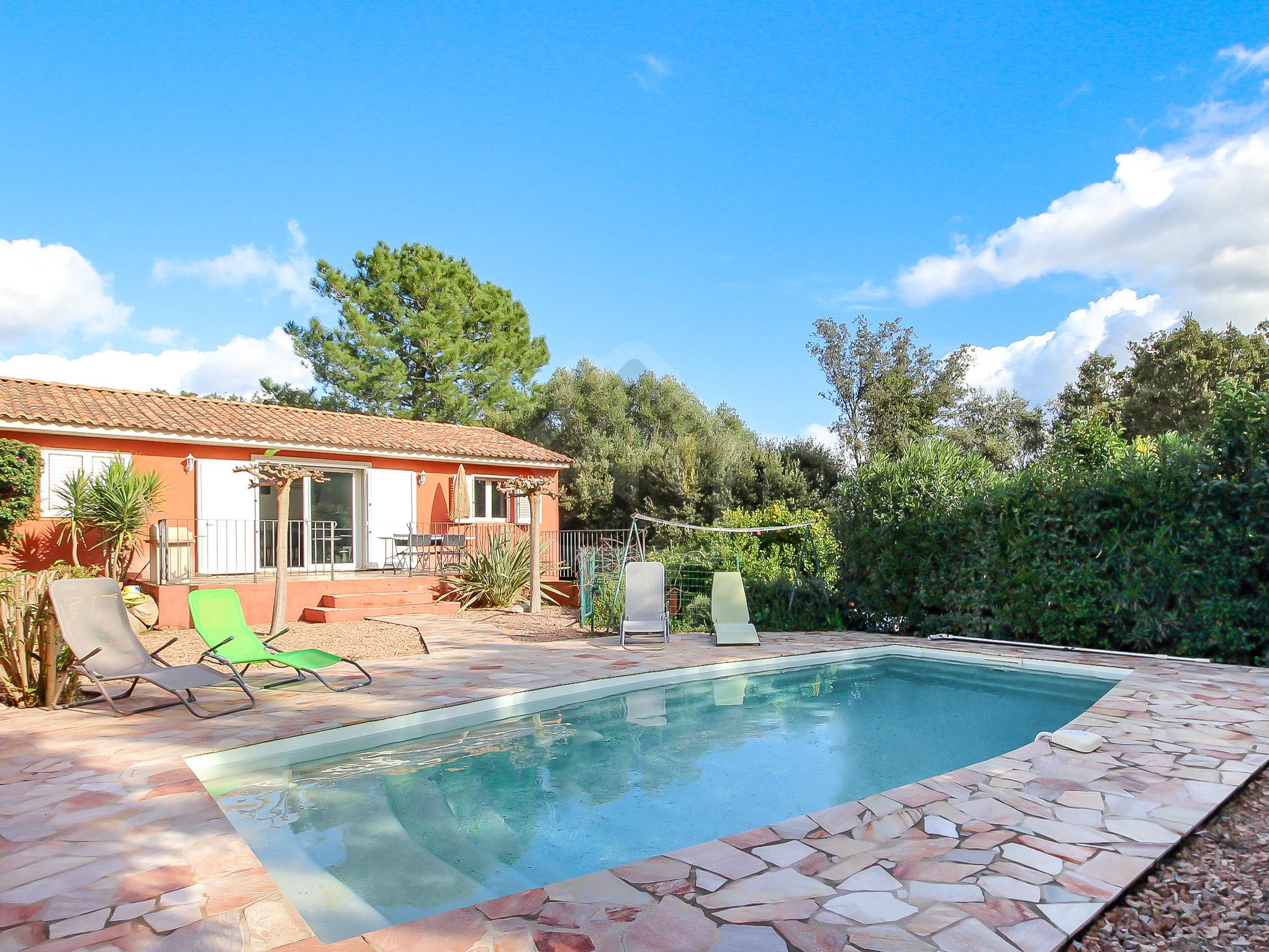 Vente Villa de Type T4 avec piscine