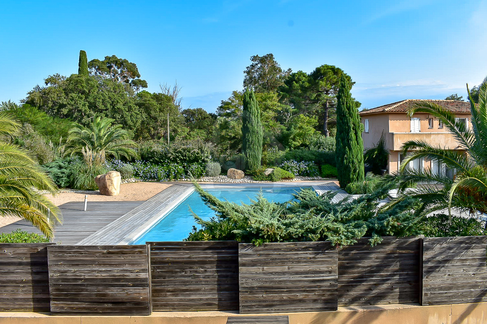 Villa mitoyenne de type T3 avec jardin