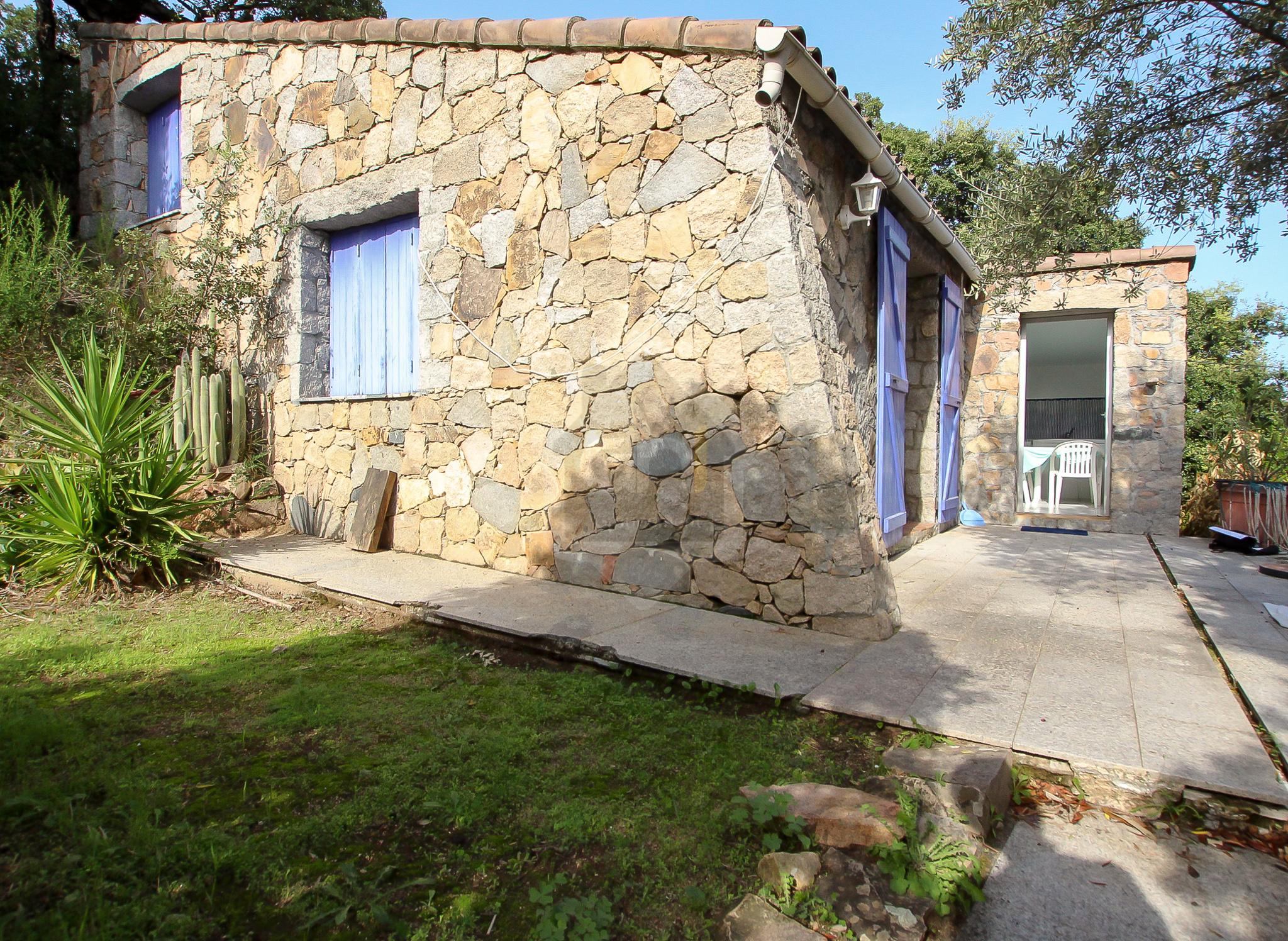 Vente villa vue mer de type T2 avec dépendance en pierre