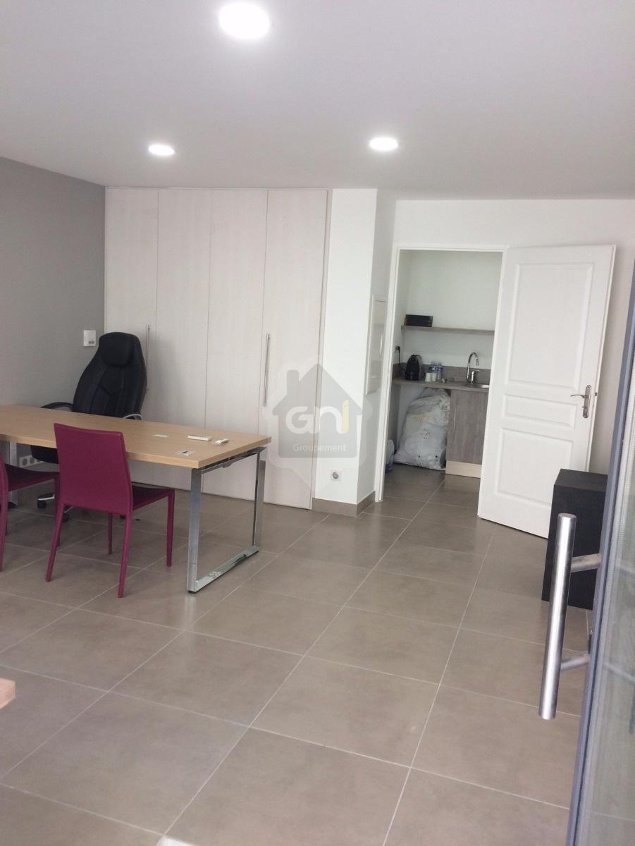 annonce location bureau martigues 13500 immobilier professionnel 992738133200. Black Bedroom Furniture Sets. Home Design Ideas
